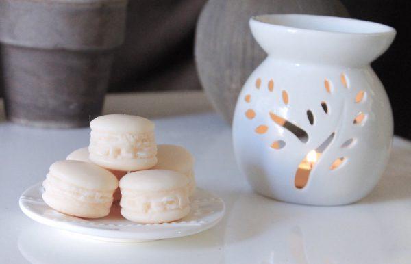 Macaron Patchouli (couleur : blanc)